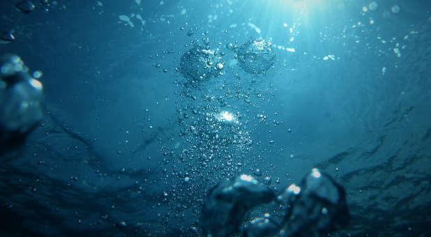 poza de sub apă - foto de Jong Marshes - unsplash.com